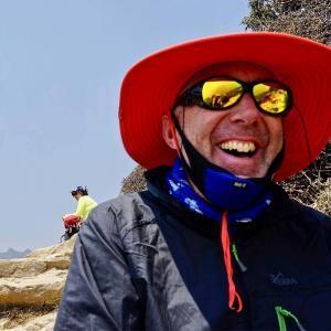 De miljöer som syns på vägen mot Everest Base Camp kan man inte annat än le åt