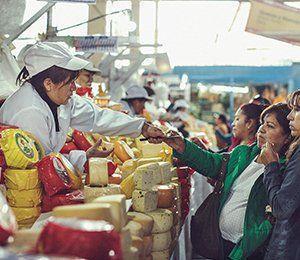 Vi besöker marknaden Pisac i början av vår rutt längst Inkaleden