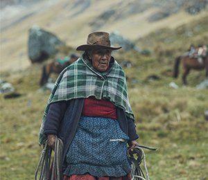 Längst Inkaleden övernattar vi hos Lucilla som bor med otroligt vacker utsikt över Ahobambadalen