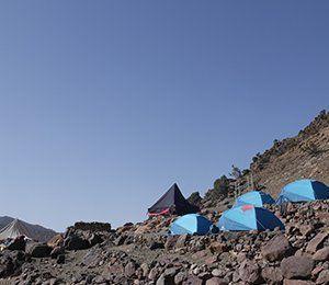 Vi sover i tält de flesta av nätterna under vandringen till Atlasbergen