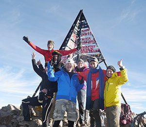 Swetts vandrare har nått toppen av nordafrikas högsta berg Jbel Toubkal i Atlasbergen