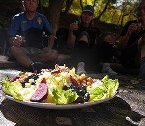 Vi får ta del av de marockanska kökets naturliga råvaror i Atlasbergen