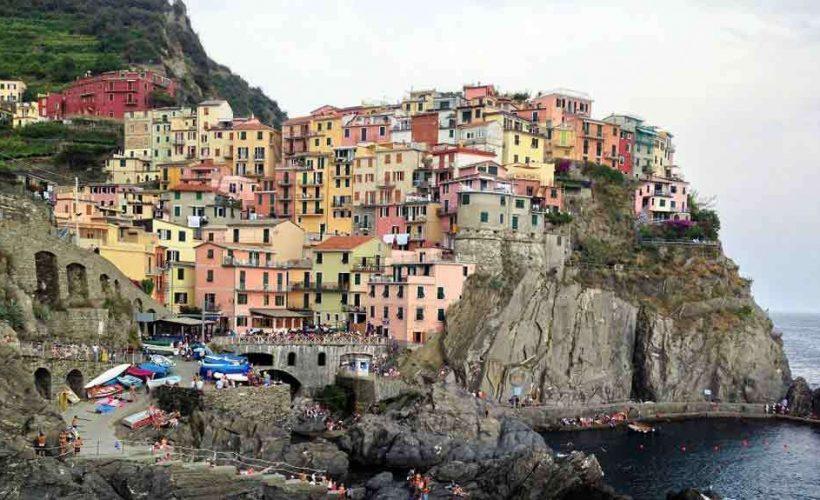 Cinque Terre bjuder på många färgglada byggnader
