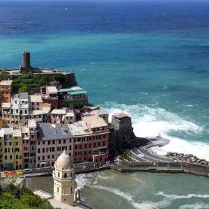 Ta ett dopp i kuststaden Cinque Terre