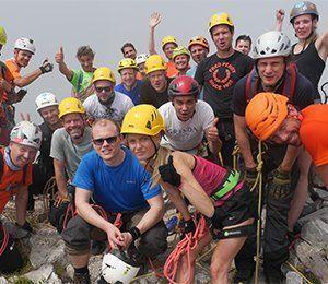 Gruppbild efter att ha bestigit världens äldsta via ferrata, Cinque Terre