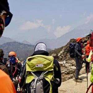 Vi behåller ett lugnt och behagligt tempo i vandringen mot Everest Base Camp