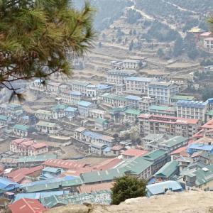 Färgglada Namche Bazaar där vi spenderar en dag på vägen mot Everest Base Camp