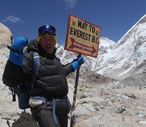 Skylt som pekar mot Everest Base Camp