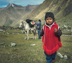 Vi får umgås med den lokala befolkningen på vår resa till Inkaleden