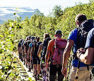 Vi vandrar hemåt efter att ha bestigit Sveriges högsta berg - Kebnekaise