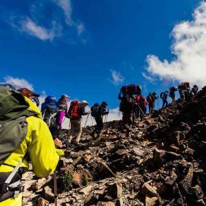 Vi klättrar många höjdmeter men i ett behagligt tempo för att acklimatisera oss väl