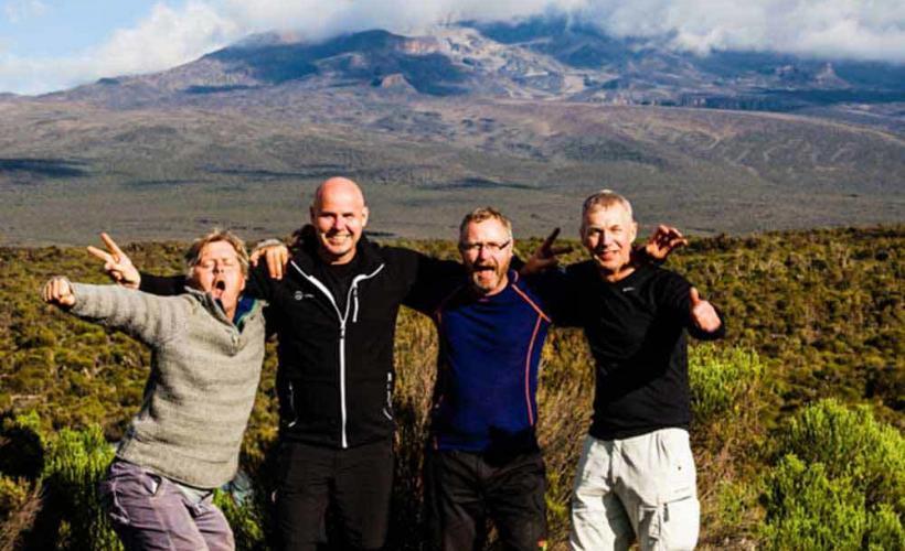 Gruppbild på vägen till Kilimanjaro