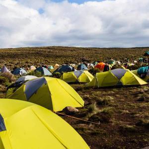 Vi sover i tält på vägen till Kilimanjaro