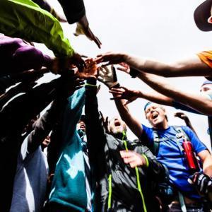 Vi stöttar varandra och peppar hela vägen till toppen av Kilimanjaro