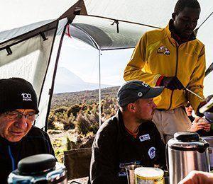 Vi ser till att ni får bra och energirik mat som tar er hela vägen till toppen av Kilimanjaro