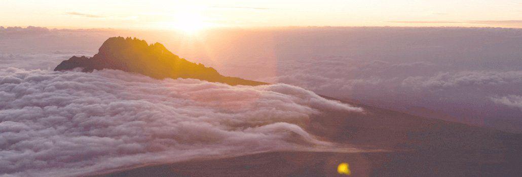 Vandring ovanför molnhöjd på Kilimanjaro