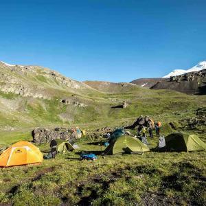 Tältläger på vägen mot Elbrus