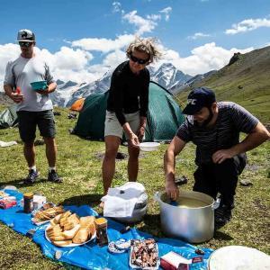 God mat i vacker natur vid Elbrus
