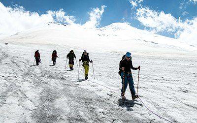 Vandrar nedåt från Elbrus med Swett