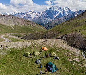 Tältläger med utsikt mot Elbrus - resans mål