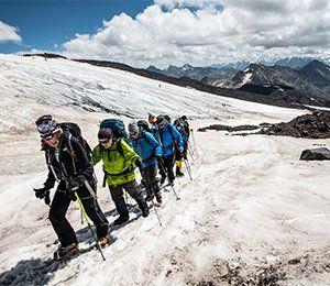 Glaciärvandring för att acklimatisera sig inför Elbrus