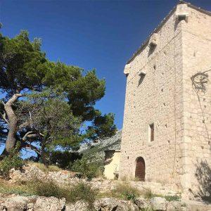 Ett ståtligt torn i Kroatien