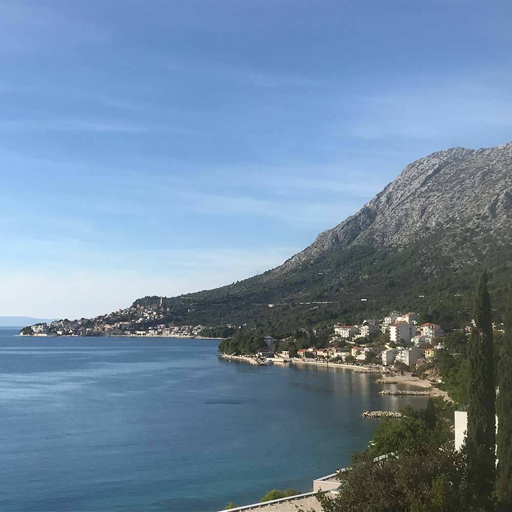 Den lilla fiskebyn Igrane i Kroatien