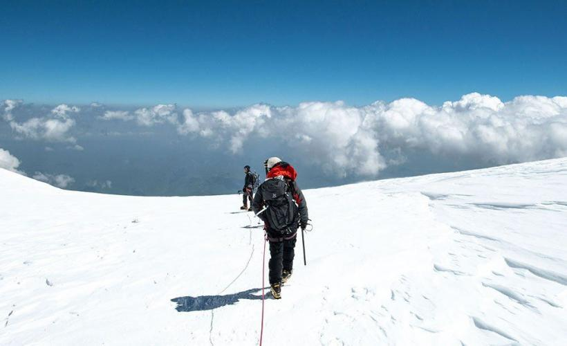 Vandrar ner från Elbrus